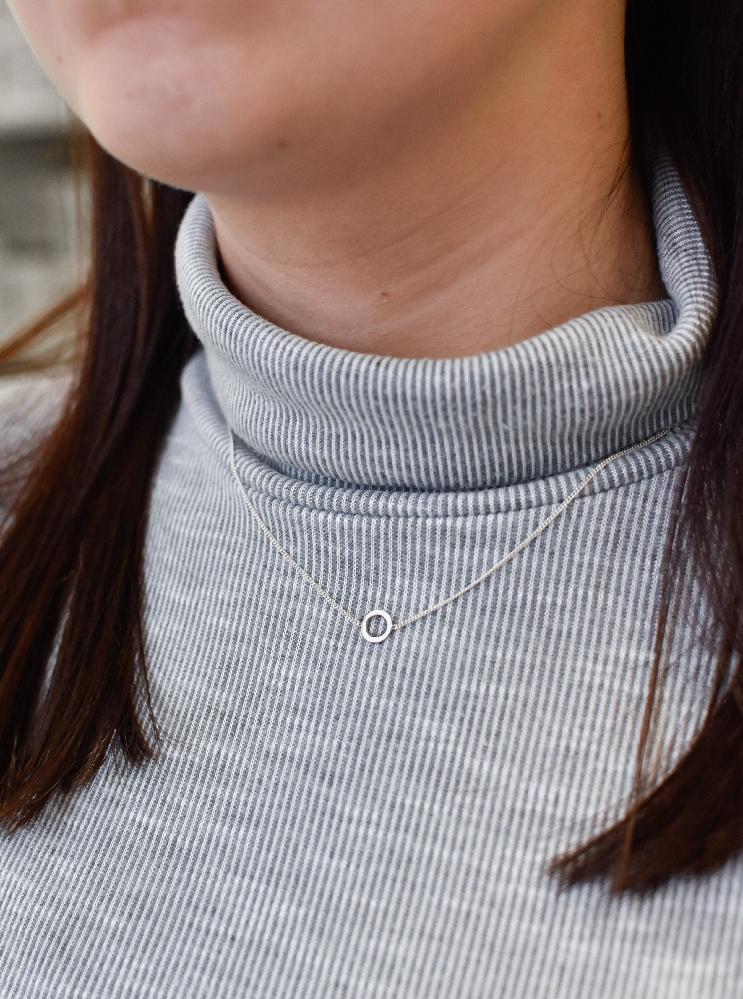 Stříbrný náhrdelník kruh 72031