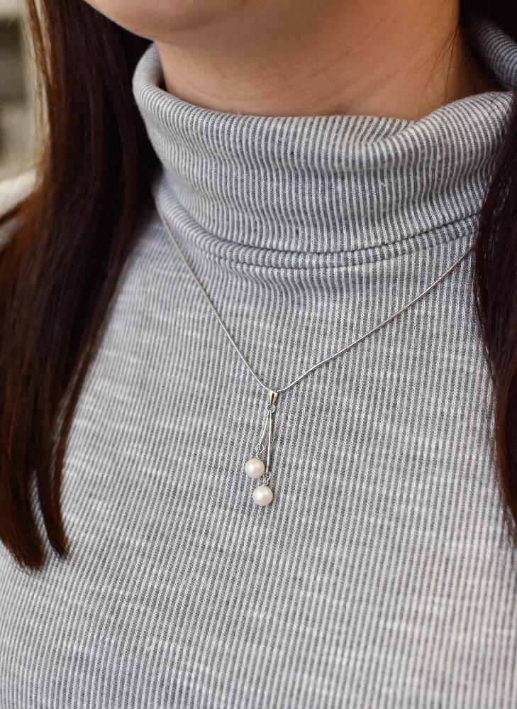Evolution Group Stříbrný přívěsek s bílými perlami 74075.1