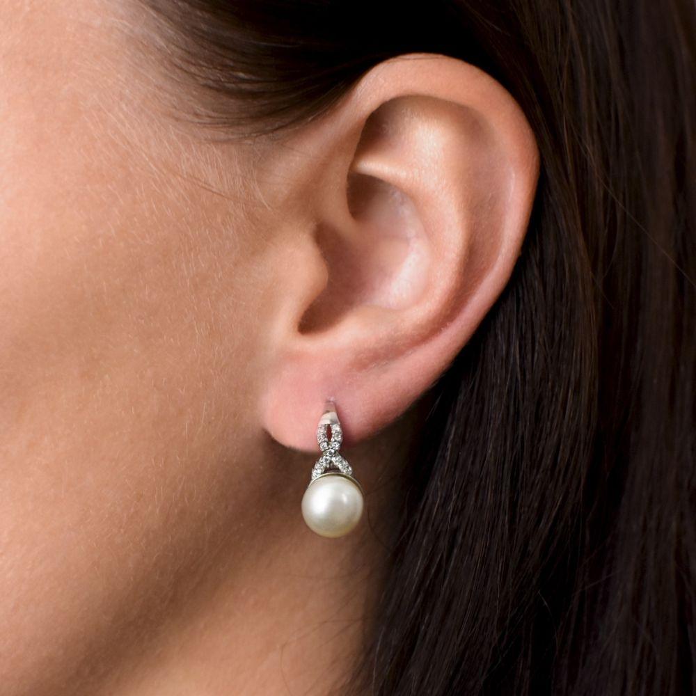 Evolution Group Stříbrné náušnice visací s bílou říční perlou 21048.1